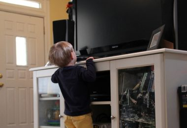 TV TIPOVER-CHILD REACHING