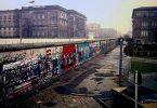 Berlin_Wall,_Niederkirchnerstraße,_Berlin_1988