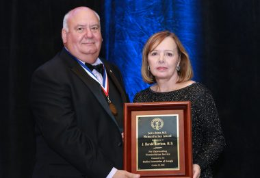 Sue Harrison receiving the Medical Association of Georgia's Jack A. Raines Humanitarian Award from outgoing MAG President John S. Harvey, M.D., on behalf of her late husband, J. Harold Harrison, M.D.